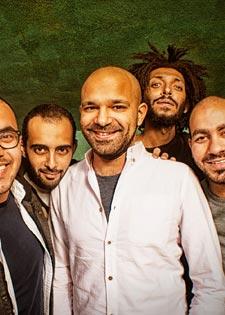 سلالم في نادي القاهرة للجاز
