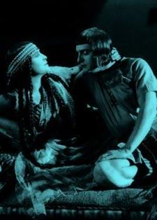 """""""زوجة فرعون"""" في التحرير لاونج"""