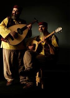 الأخوان شحادة في خيمة بورتو كايرو اللبنانية